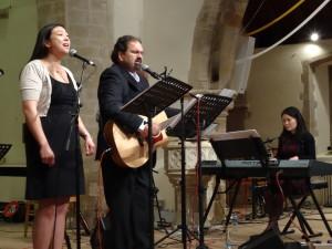 Randy & Susan sing (Su Mei on the keys!)