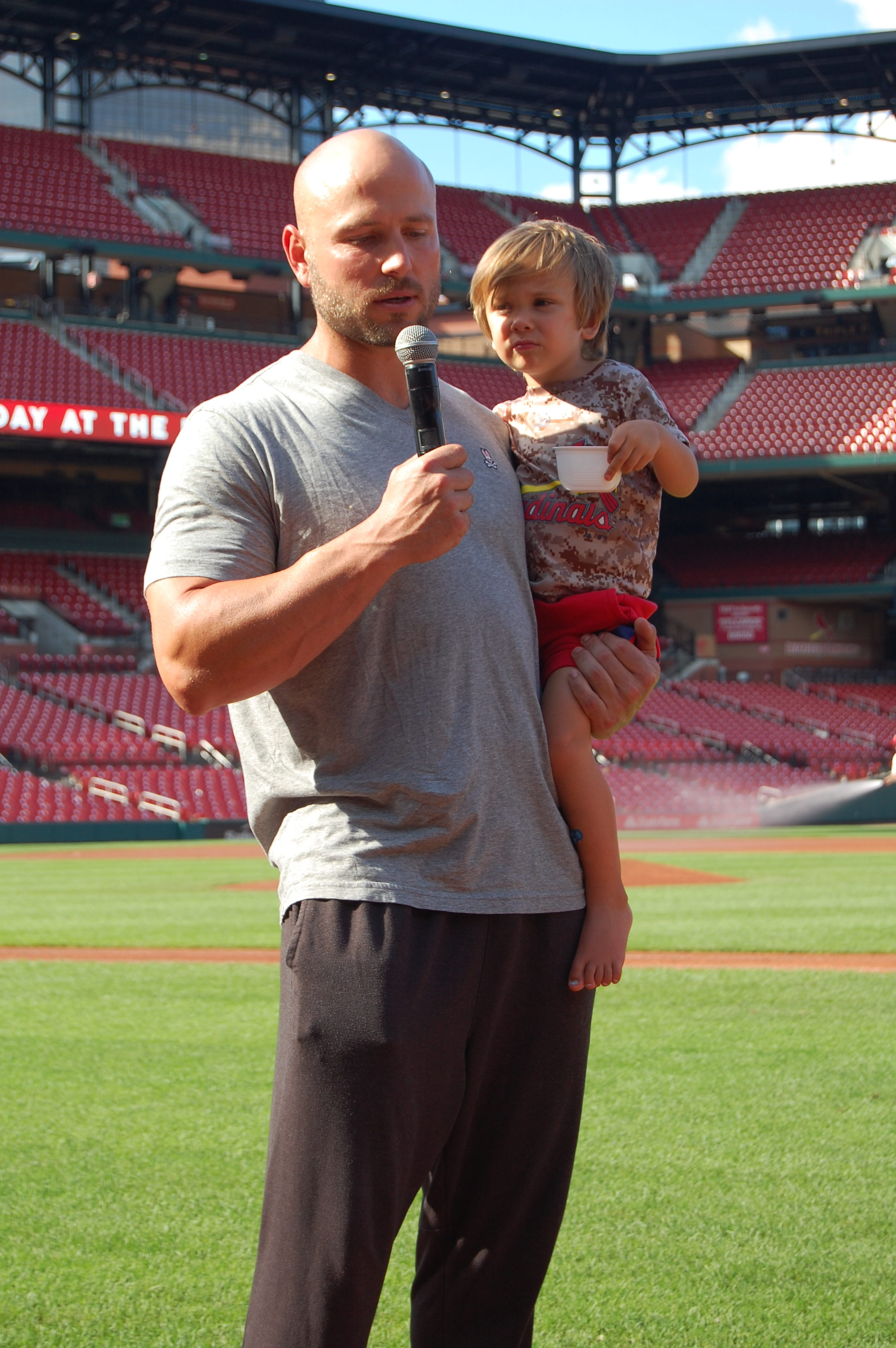 Matt Holliday and his little one. Sharing his testimony.