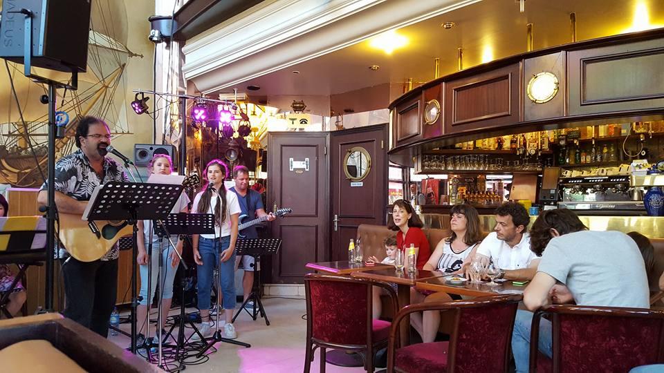 Cafe concert in Paris